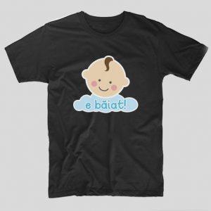 tricou-negru-cu-mesaj-pentru-gravide-si-viitoare-mamici-e-baiat