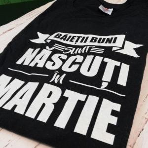 tricou-negru-cu-mesaj-haios-pentru-baieti-baietii-buni-sunt-nascuti-in-martie