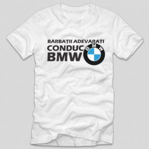 tricou-alb-cu-mesaj-haios-pentru-soferi-barbatii-adevarati-conduc-bmw