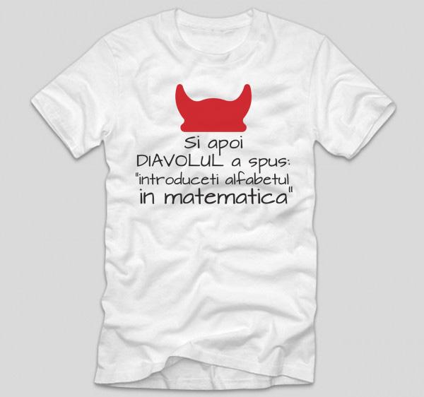 tricou-alb-cu-mesaj-haios-pentru-liceeni-si-apoi-diavolul-a-spus-introduceti-alfabetul-in-matematica