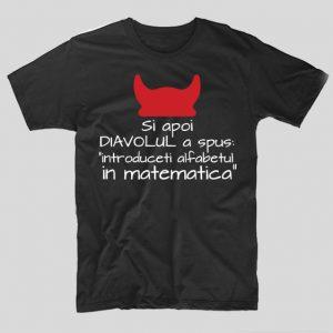 tricou-negru-cu-mesaj-haios-pentru-liceeni-si-apoi-diavolul-a-spus-introduceti-alfabetul-in-matematica
