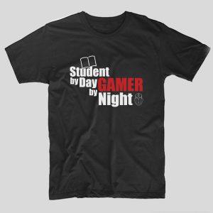 tricou-negru-cu-mesaj-haios-pentru-gameri-studenti-student-by-day-gamer-by-night