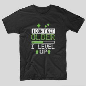 tricou-negru-cu-mesaj-haios-pentru-gemri-i-dont-get-older-i-level-up