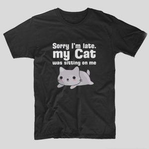 tricou-negru-cu-mesaj-haios-pentru-pisici-sorry-im-late-my-cat-was-sitting-on-me
