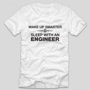tricou-alb-cu-mesaj-haios-pentru-ingineri-wake-up-smarter-sleep-with-an-engineer