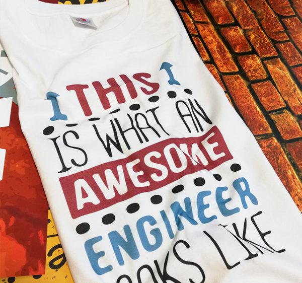 tricou-alb-cu-mesaj-haios-this-is-what-an-awesome-engineer-looks-like