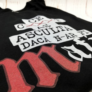tricou-negru-ce-as-asculta-daca-n-ar-fi-mafia-poza-reala-macro