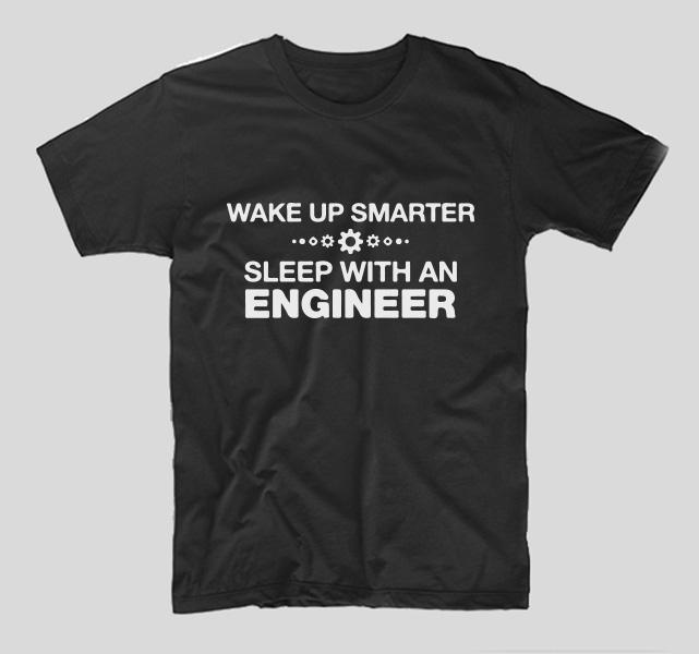 tricou-negru-cu-mesaj-haios-pentru-ingineri-wake-up-smarter-sleep-with-an-engineer