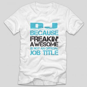 tricou-alb-cu-mesaj-haios-pentru-dj-because-freakin-awesome-is-not-an-official-job-title