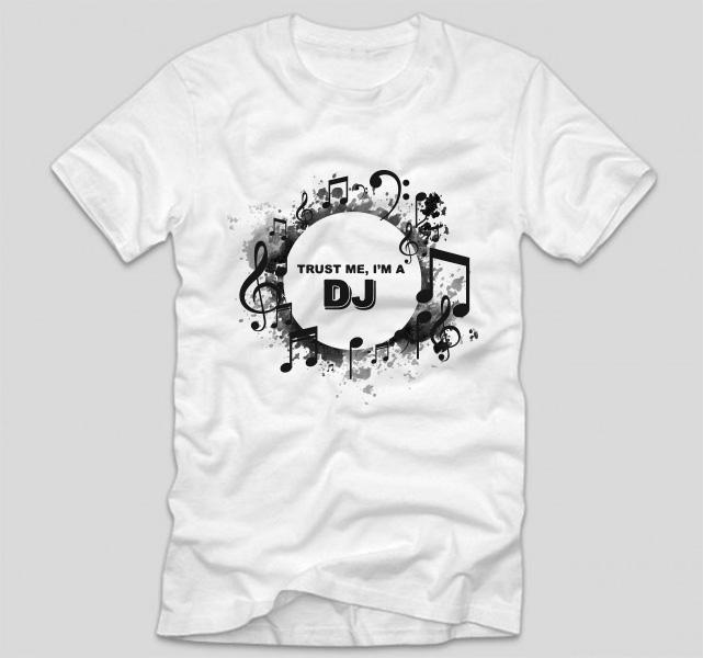 tricou-alb-cu-mesaj-haios-pentru-dj-trust-me-im-a-dj