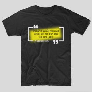 tricou-negru-cu-mesaj-versuri-incearca-sa-razi-mai-mult-asta-e-cel-mai-bun-sfat-pe-care-l-stiu-nimeni-altu