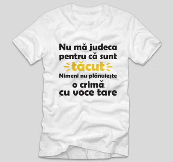 tricou-alb-cu-mesaj-haios-nu-ma-judeca-pentru-ca-sunt-tacut-nimeni-nu-planuieste-o-crima-cu-voce-tare