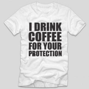 tricou-alb-cu-mesaj-haios-pentru-iubitorii-de-cafea-i-drink-coffee-for-your-protection