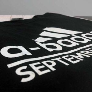 tricou-negru-cu-mesaj-luna-nasterii-a-bad-ass-september-woman