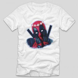 tricou-alb-cu-ilustratie-haioasa-deadpool